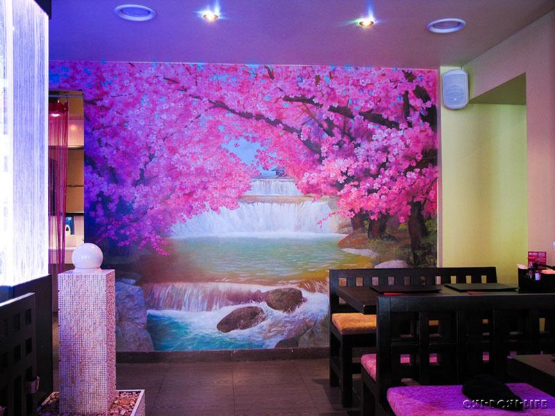 роспись сакура на стене в ресторане