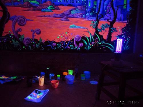рисунок в интерьере светящимися коасками