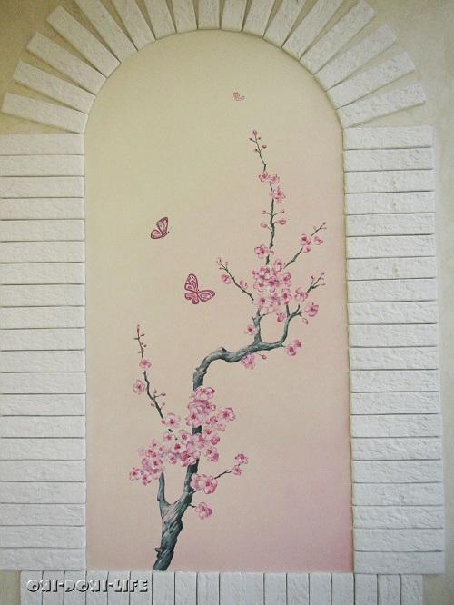 роспись на стене ветка сакуры