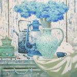 спящий кот старинные вещи кофемолка лампа голубые цветы